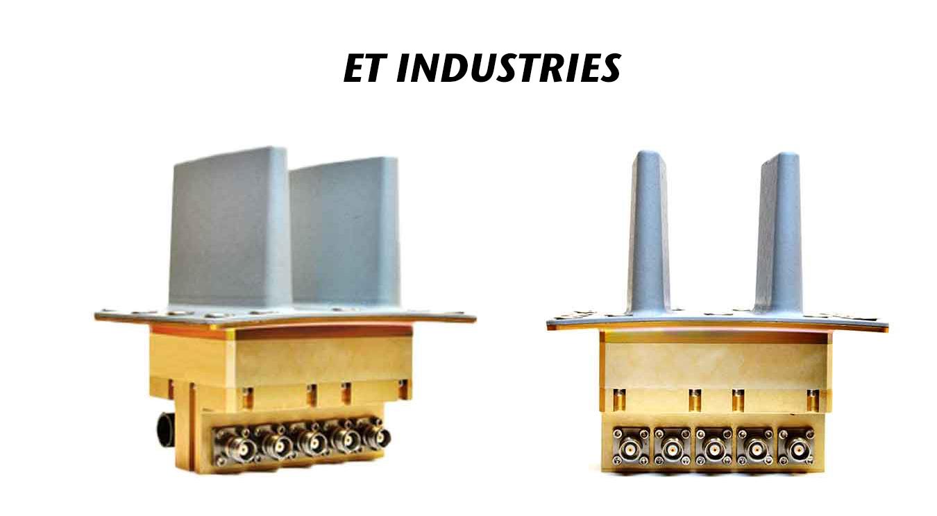 C/D Dual Band Blade Array Antenna